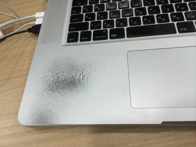 Mac Book Pro パームレスト傷